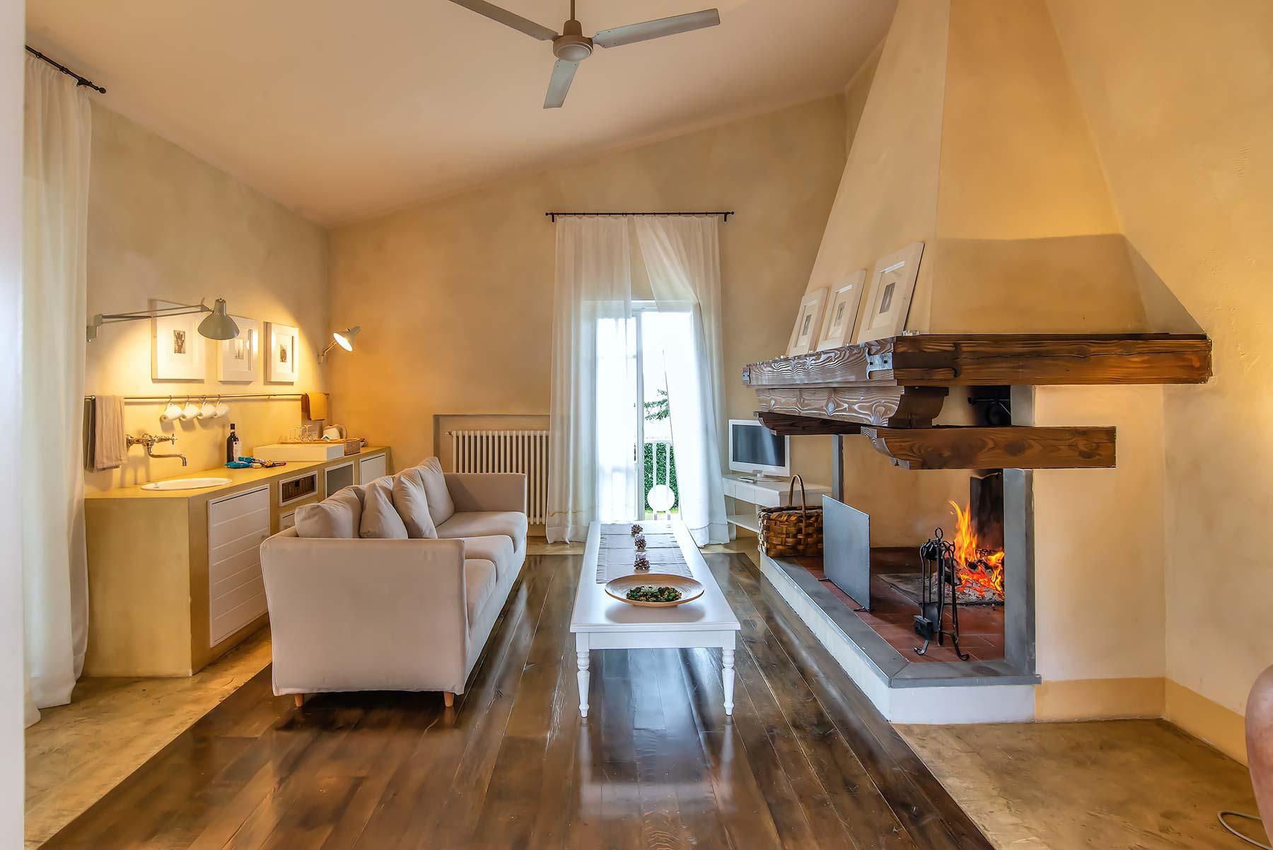 Living room con Camino Villa Cassia